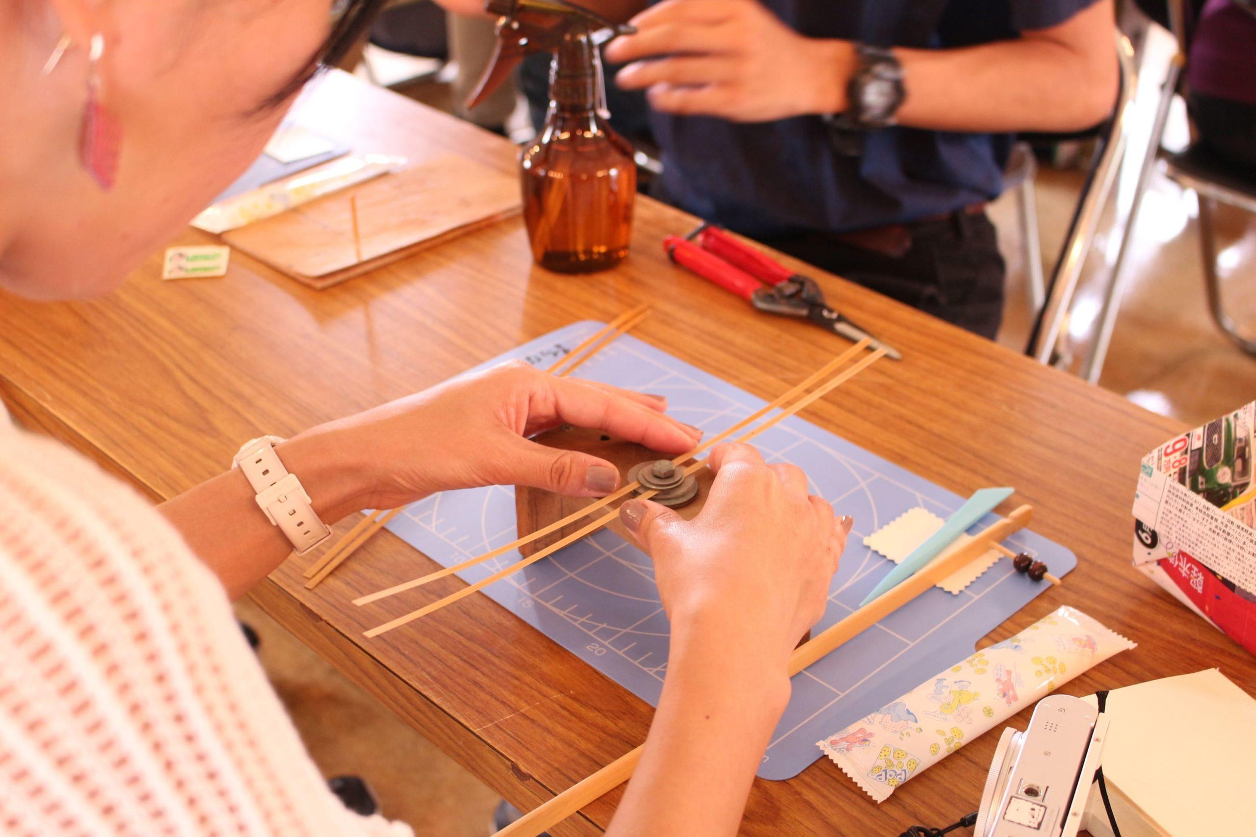 竹かごや竹とんぼなど竹細工を制作する「竹細工体験」